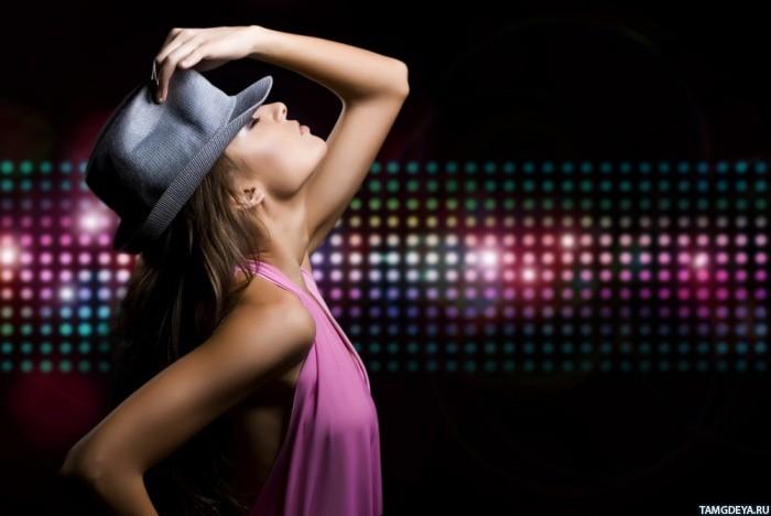 Картинка 700x468 Девушка в шляпе на фоне ...: avatarko.ru/pic.php?id=55592