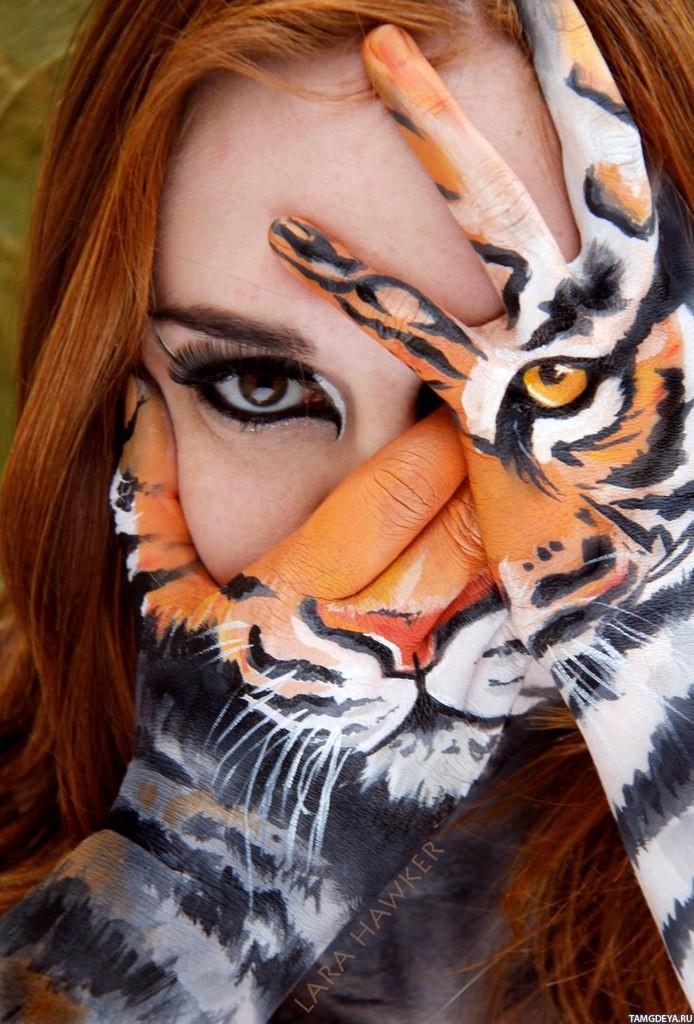 фото женщин брюнеток с полуоткрытым лицом: