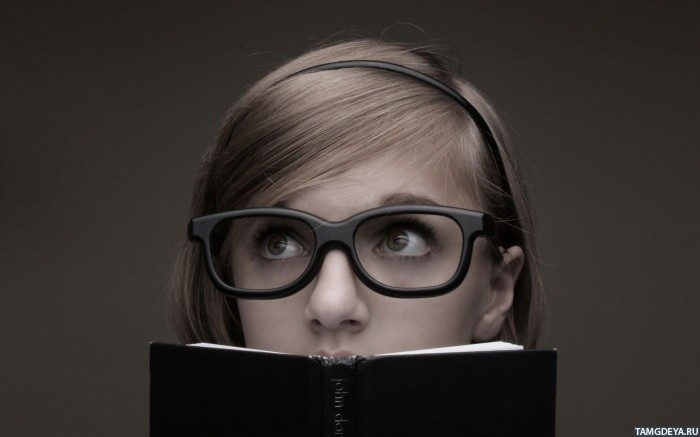 аватарки девушки в очках: